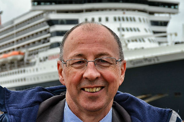 15-06-16 Peter Elson welcomes Cunard Queen Mary 2 crop