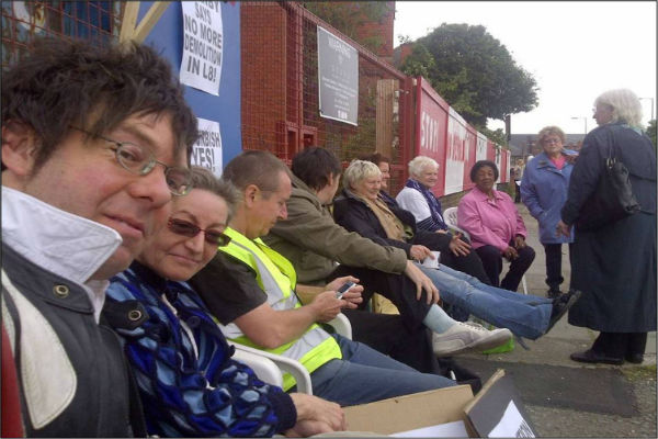 With L8 residents and supporters on blockade of Kingsley Road demolition site, summer 2011